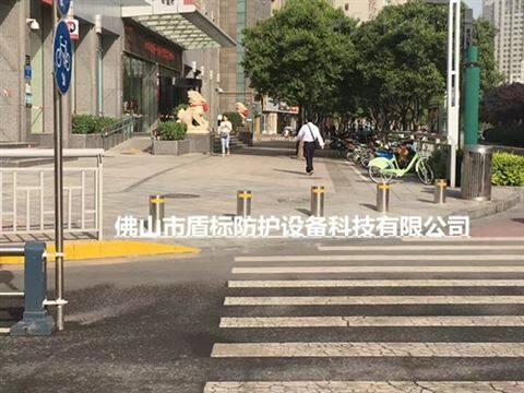市政道路警示阻车半自动升降柱带灯路障