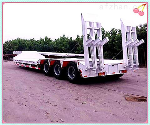 中国三桥低平板拖板车走向高位梁山半挂车