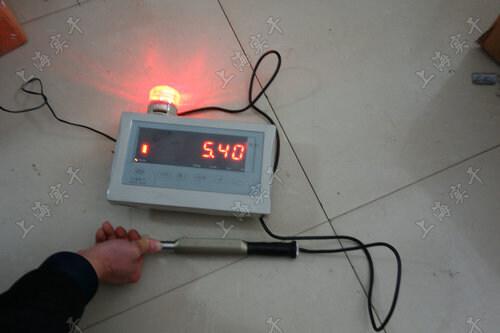 检测扭矩带显示屏的仪器图片